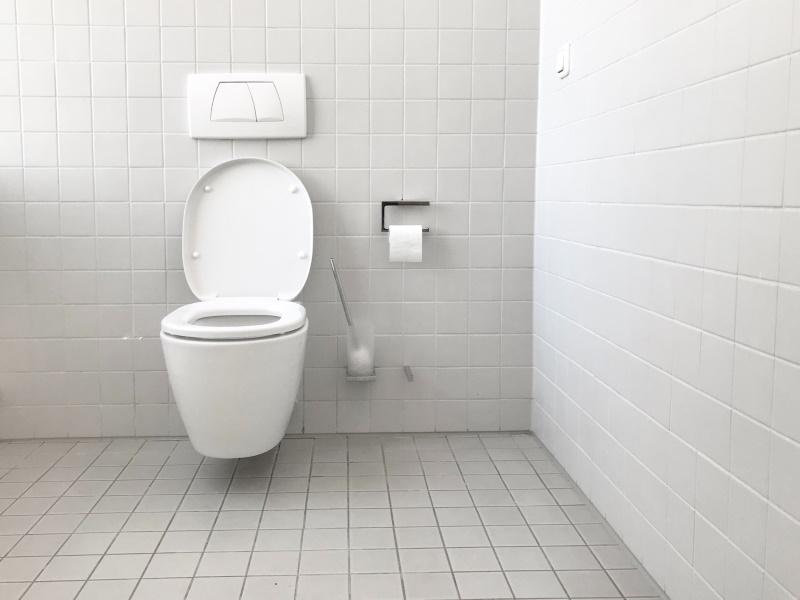 λεκάνη σε μπάνιο